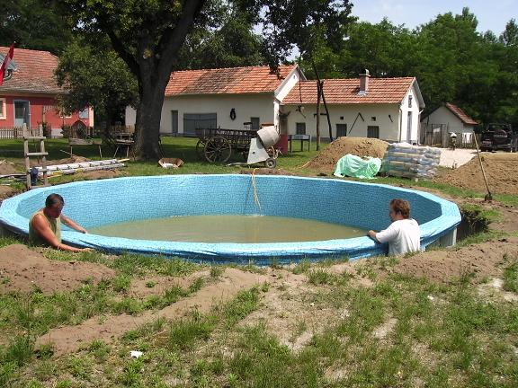 Zelf uw zwembad aanleggen cornerstone geeft u advies - Klein natuurlijk zwembad ...
